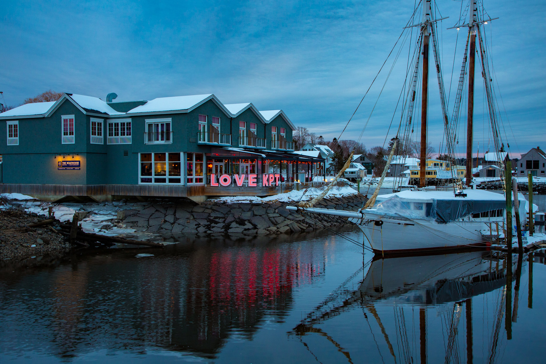 The-Boathouse-Restaurant-Kennebunk-River-Kennebunkport-Caryn-B-Davis